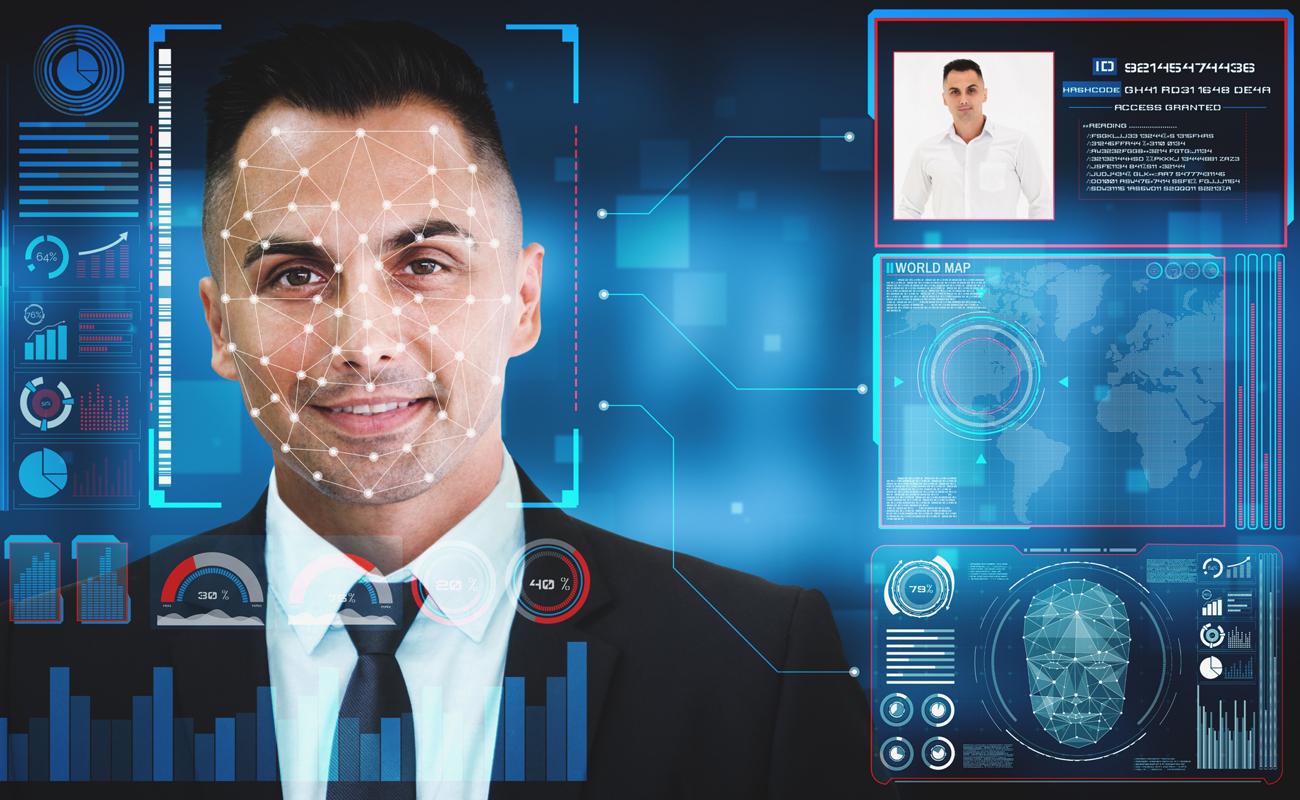 Un logiciel de reconnaissance de visage en train d'analyser un celui d'un homme