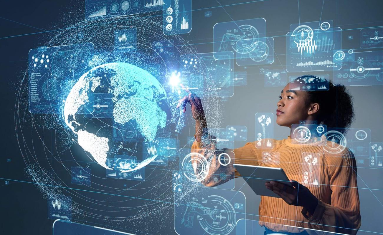 Une jeune femme manipulant le Big Data