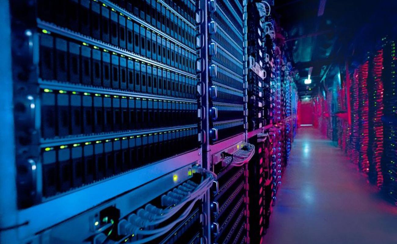Un entrepôt de serveurs Cloud