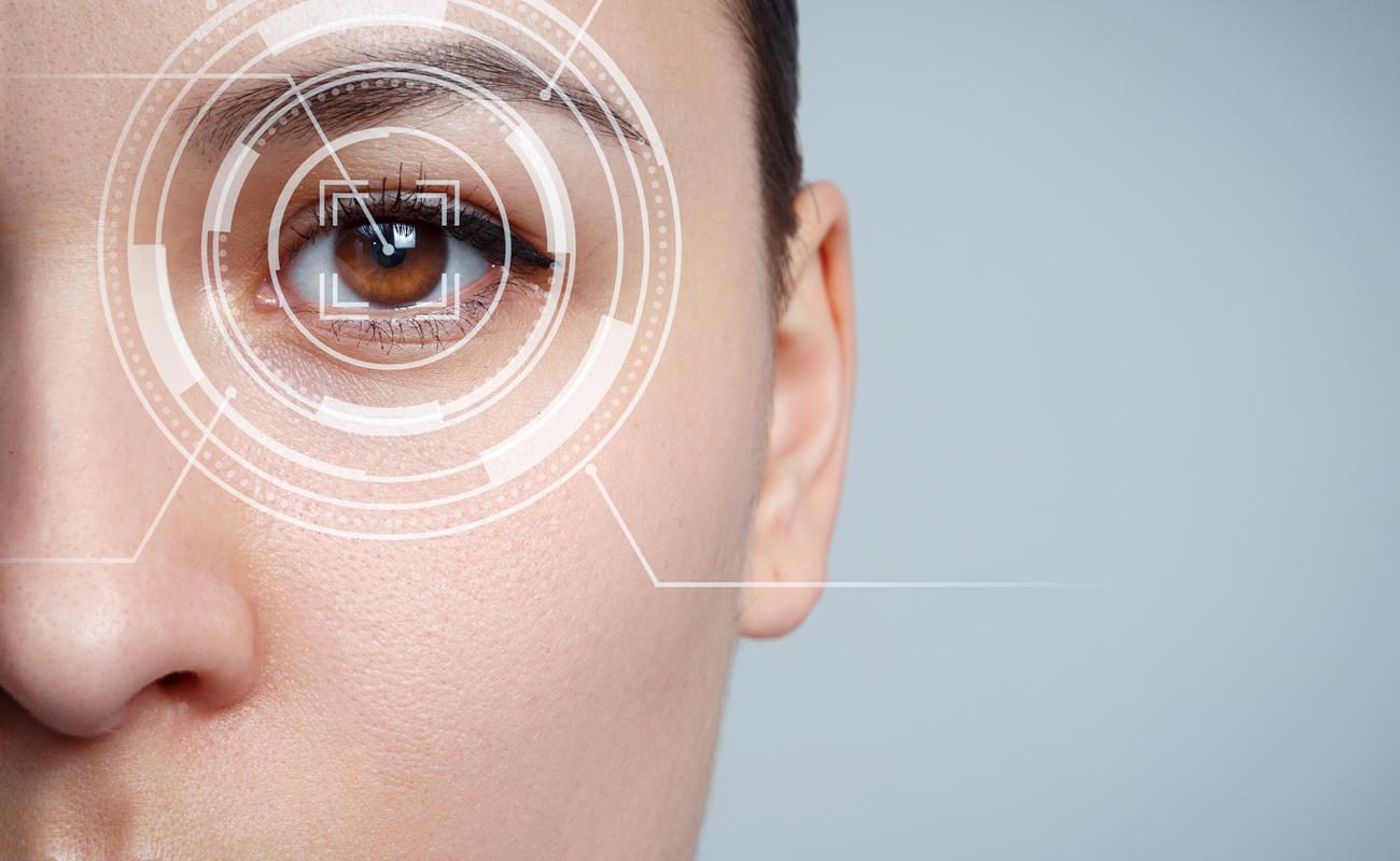 Reconnaissance oculaire d'une femme